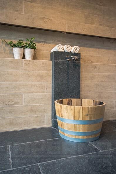 Tilestone moonstone keramische vloertegels impermo - Tegel imitatie parket badkamer ...