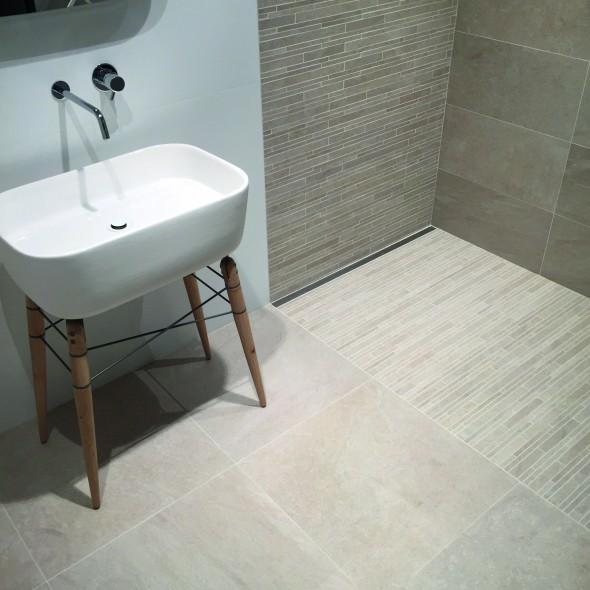 Tilestone rivi ra keramische vloertegels impermo - Badkamer imitatie parket vloertegels ...