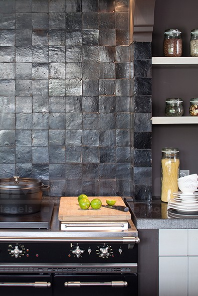 Marokkaanse Zelliges Keuken : Zellige-keuken-zwart-tundra-impermo-wandtegel-handgemaakte-tegels