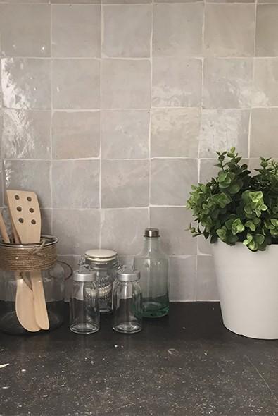 Zelliges een artisanele tegel for Zellige marocain salle de bain